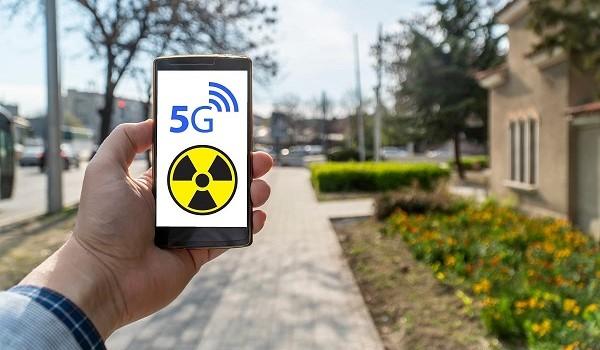 Les ondes des smartphones représentent plus un danger pour la santé que celles de la 5G
