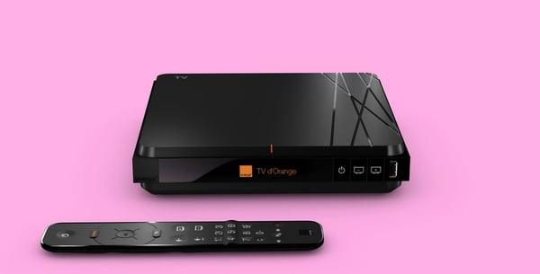 Le décodeur TV 4d'Orange avec sa télécommande