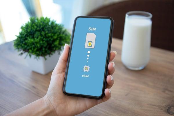 La eSIM est directement intégrée aux smartphones de nouvelle génération.