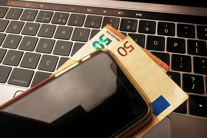 Vente d'un téléphone par Internet : paiement direct en cash