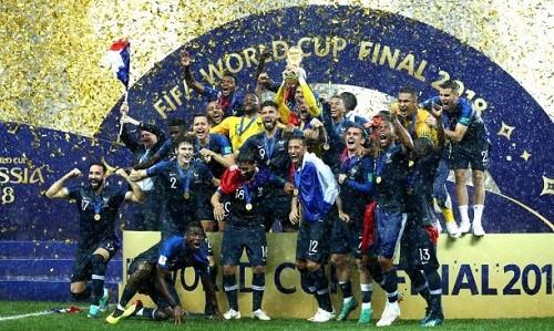 Pour regarder l'équipe de France de football à la télévision, pas besoin d'abonnement, c'est sur TF1 et M6