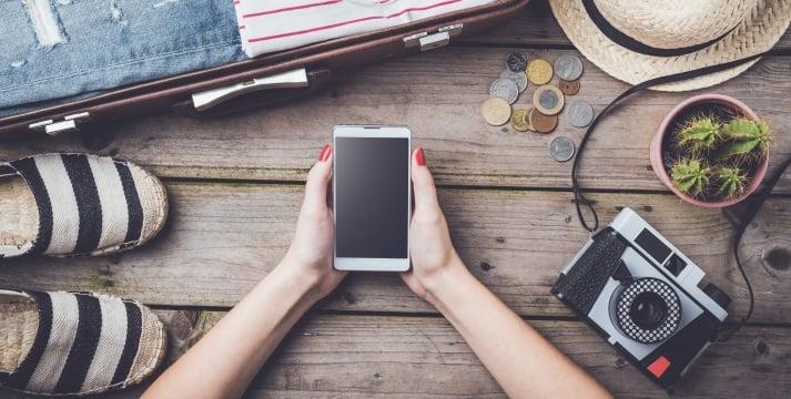 Téléphone portable en voyage : comment utiliser son forfait mobile ?