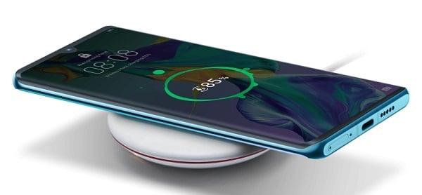Le Huawei P30 est compatible avec la recharge par induction.