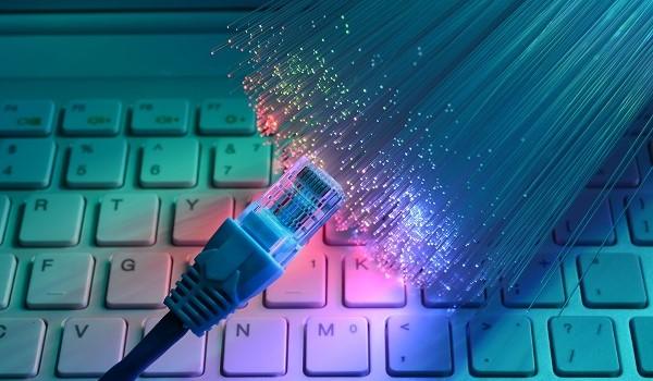 Passer de l'Adsl à la fibre pour améliorer votre connexion à Internet