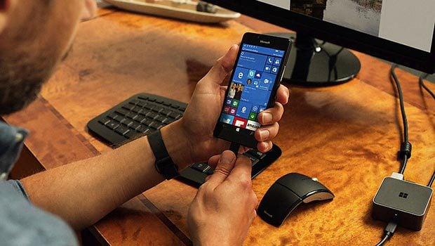 Les Lumia 950/950 XL peuvent être connectés via un hub à un clavier, une souris, un écran…