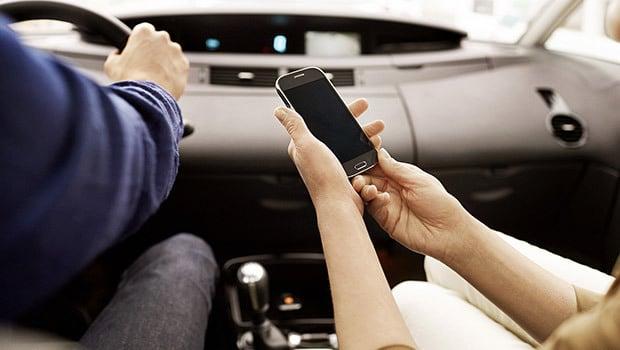 Airbox Auto crée un Hotspot Wi-Fi dans la voiture pour connecter 10 matériels nomades à Internet