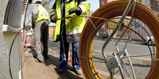déploiement de la fibre optique dans la rue