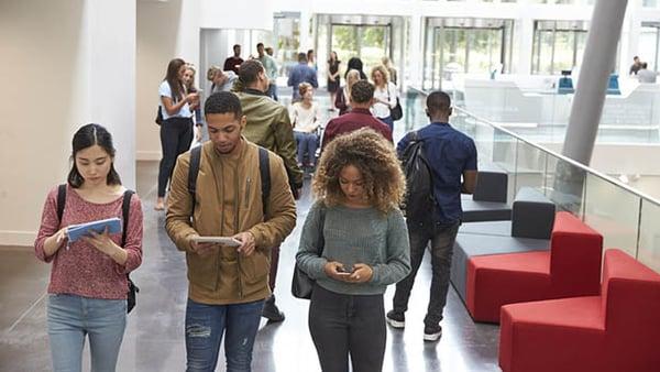 Internet, pour les étudiants, connectés de partout