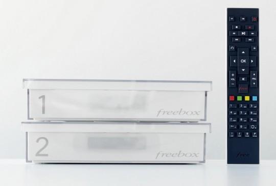 Le modem et le décodeur Freebox Crystal de face