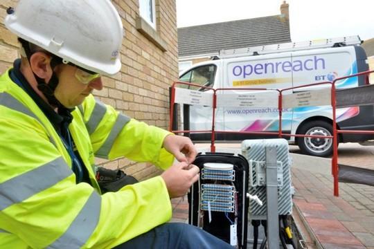 BT déploie le G.fast qui permet de télécharger jusqu'à 330 Mbit/s avec une connexion fibre + cuivre