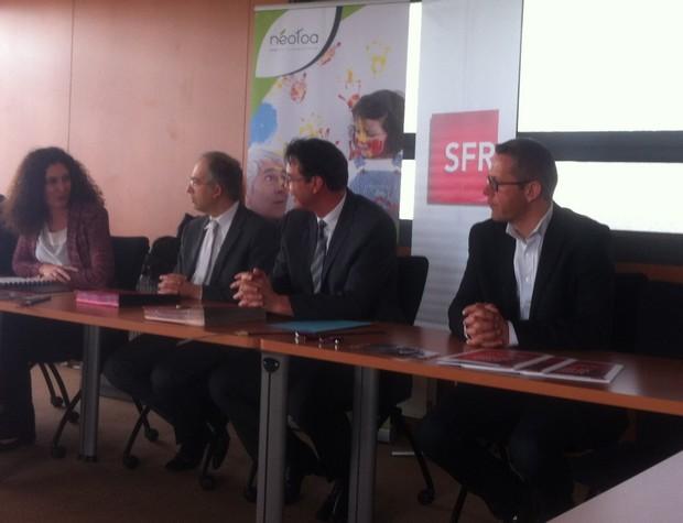 Signature à Rennes de la convention pour le raccordement de la fibre optique entre SFR et le bailleur Neotoa