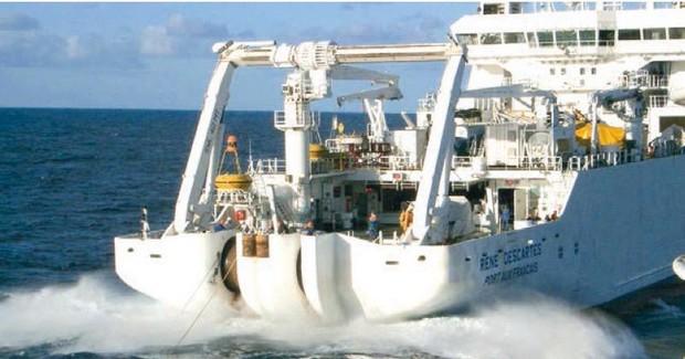 9000km de câble posé à 5000 mètres sous la mer