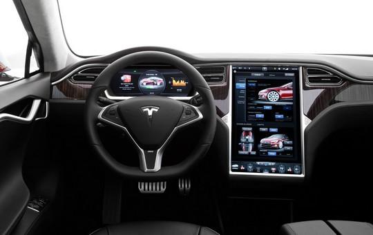 Tesla Model S connectée au réseau 4G Orange