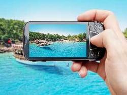 Au camping ou à l'hôtel, connecté en WiFi ou en 4G à internet mobile