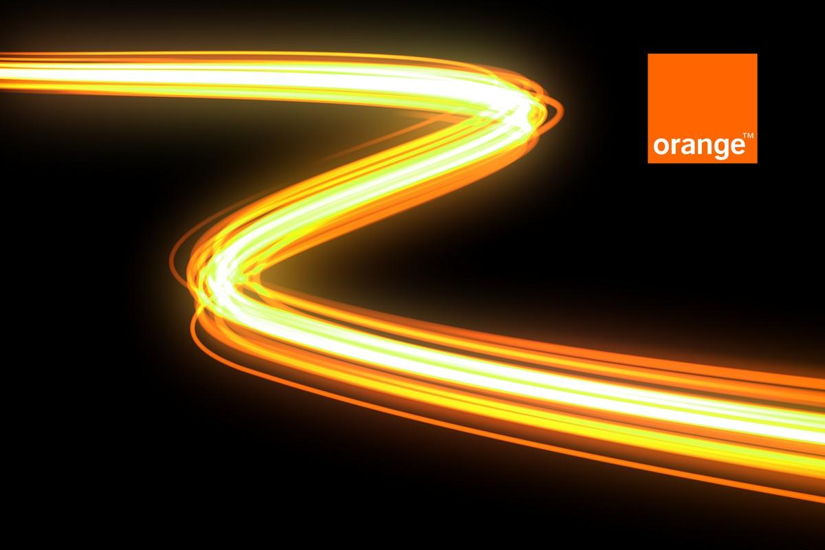 Quels sont les débits des offres internet Orange connectées en fibre optique ?