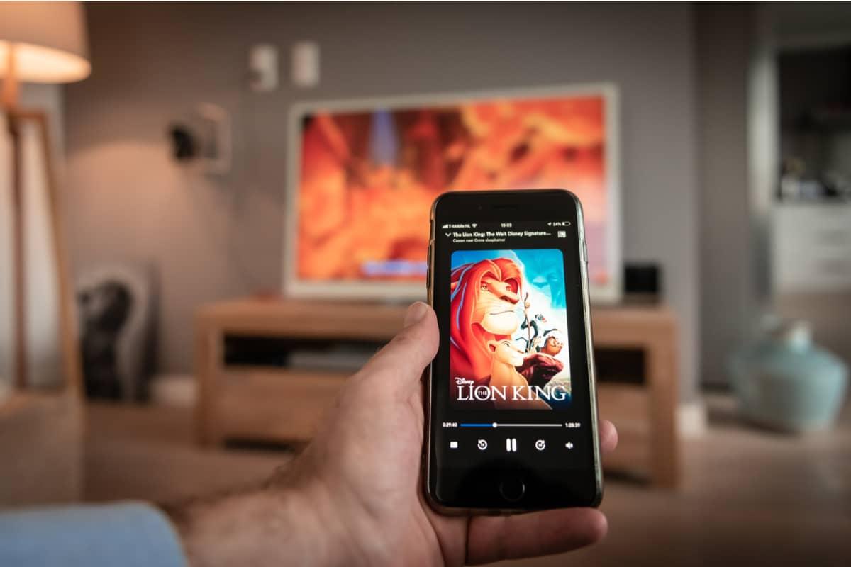 Il est possible de diffuser sur sa TV connectée des contenus directement depuis son smartphone ou sa tablette.