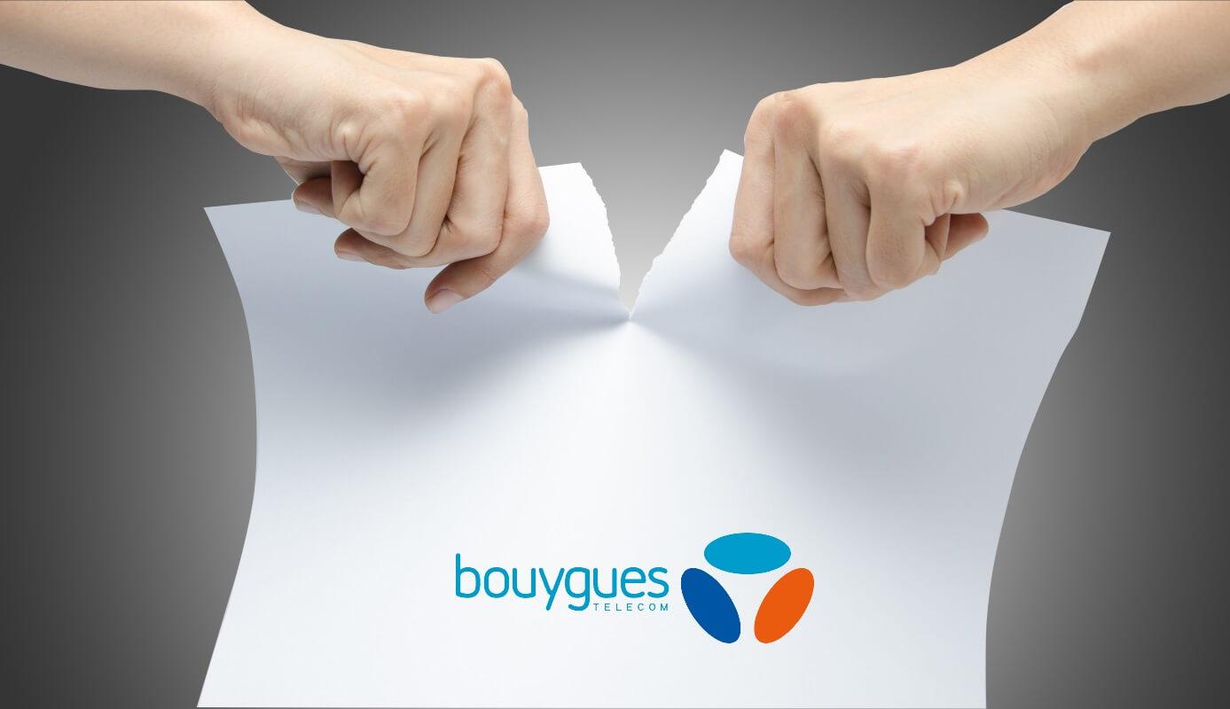 Une personne déchire son contrat Internet Bouygues Telecom