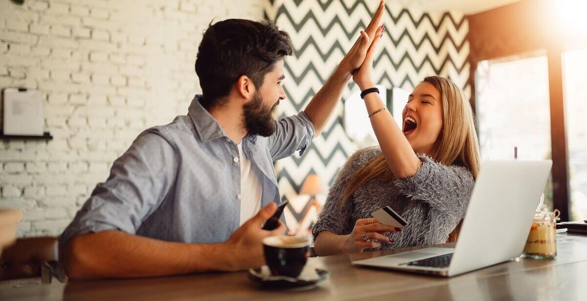 Un couple réalise une bonne affaire grâce à la vente privée box et mobile Ariase
