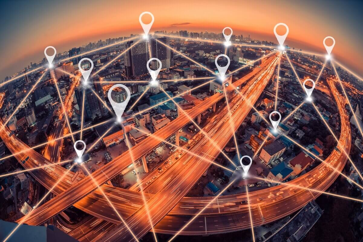 Une ville couverte en fibre optique avec des points géolocalisés
