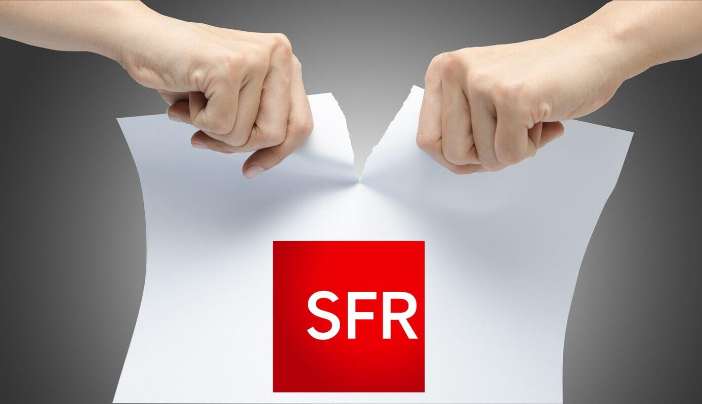 Une personne déchire un contrat Internet SFR