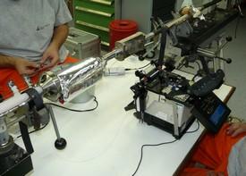 Des jointeurs réparent la fibre optique d'un câble sous-marin
