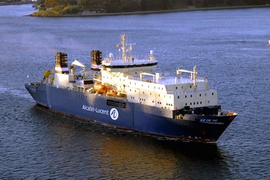 Navire d'Alcatel sur le chantier du câble SEA-ME-WE-5