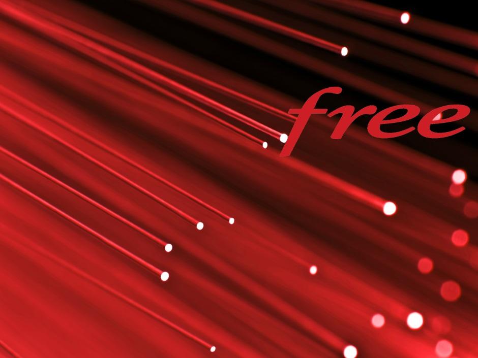 Le logo de Free sur fond de fibre optique éclairée en rouge